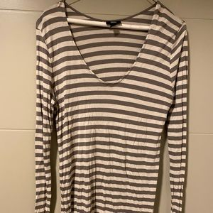Mossimo long sleeve striped v-neck tee size L